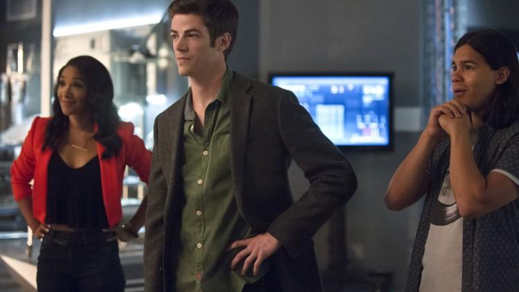 Barry Allen og vennene hans i The Flash.  (Foto: Warner Brothers).