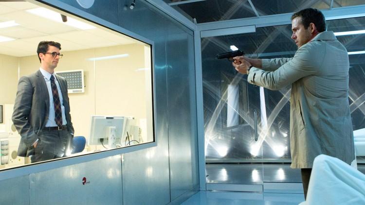 Konfrontasjon mellom Albright (Matthew Goode) og Damian (Ryan Reynolds) i Self/less (Foto: Star Media Entertainment).