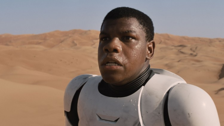 John Boyega kan bekrefta at ja, det var veldig varmt i Abu Dhabi. (Foto: The Walt Disney Company).