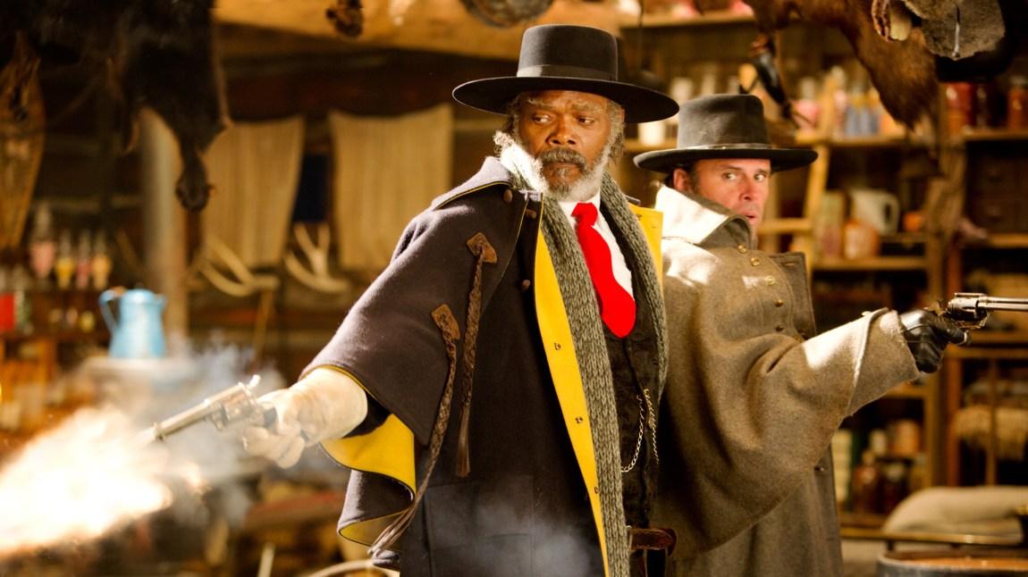 Samuel L. Jackson og Walton Goggins er to av åtte med hat og pistol i Tarantinos kommende western.  (Foto: Norsk Filmdistribusjon)