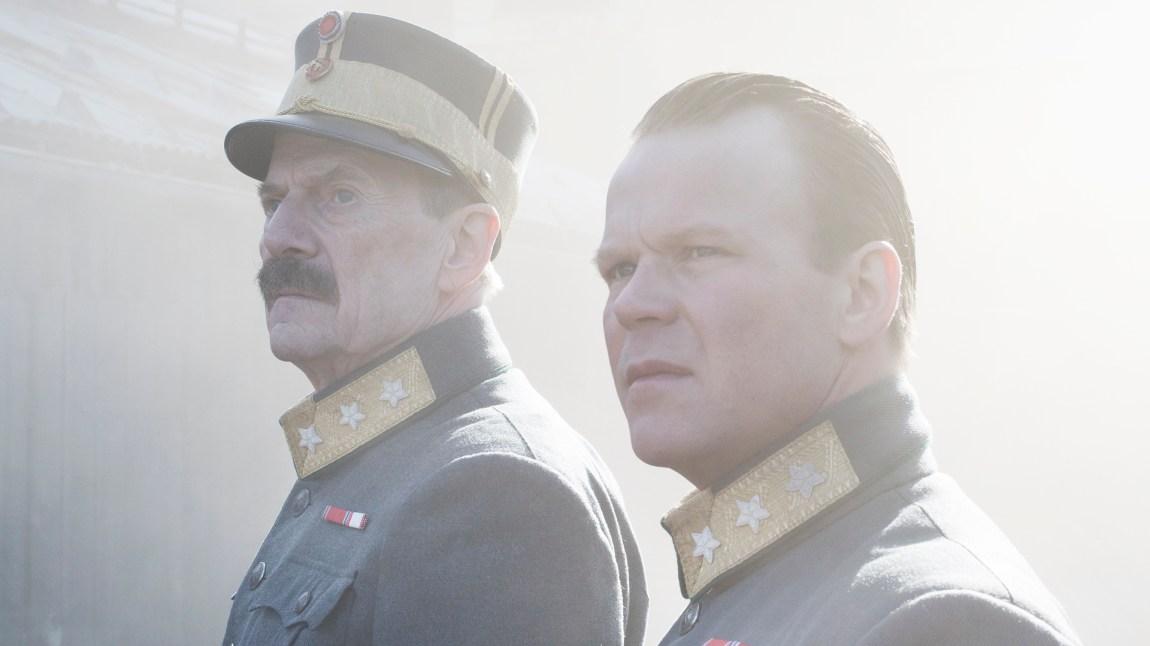 """Jesper Christensen og Anders Baasmo Christiansen i Erik Poppes """"Kongens nei - Tre døgn i april"""". (Foto: Nordisk Film Distribusjon AS, Agnete Brun)"""