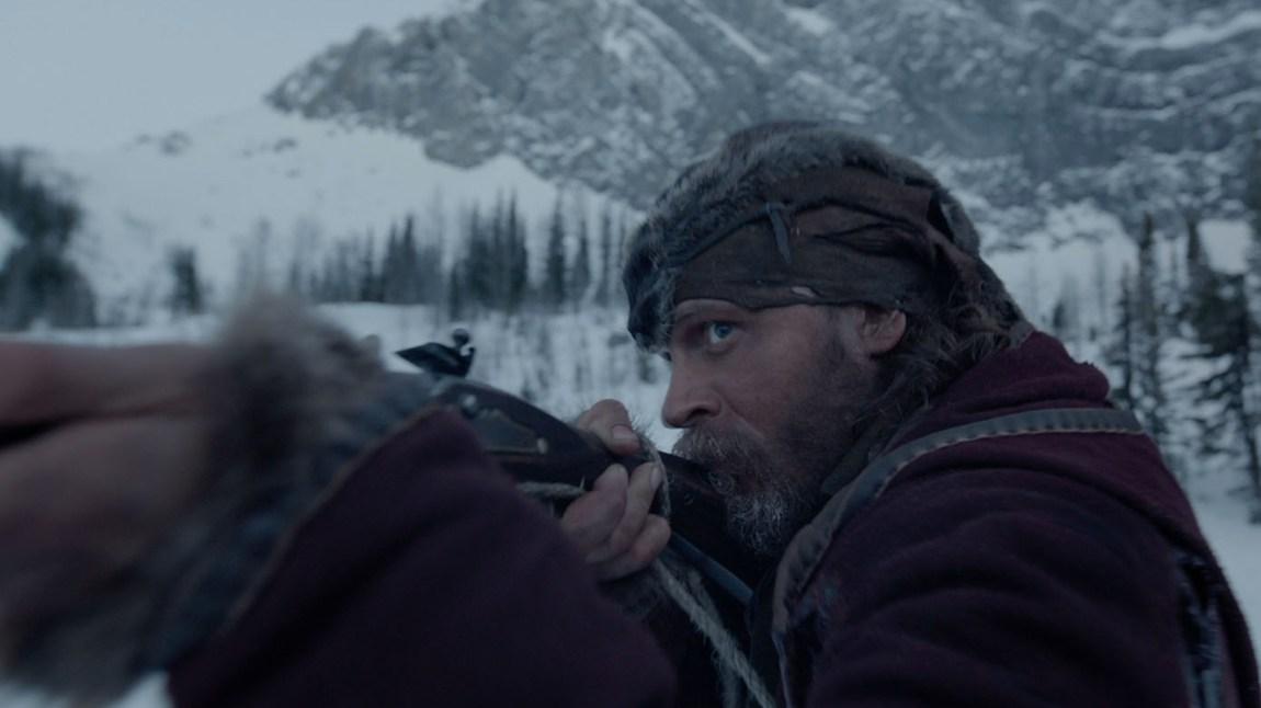 Tom Hardy som den tidligere skalperte  pelsjegeren  John Fitzgerald. (Foto: Twentieth Century Fox Norway)