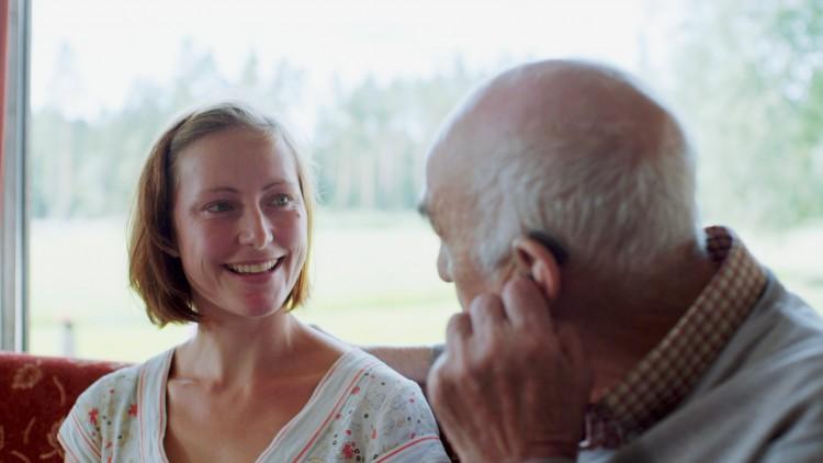 En skuespiller trenger hjelp mot angst i Mannen fra Snåsa (Foto: Norsk Filmdistribusjon / Speranza Film).