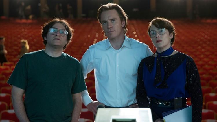 Michael Stuhlbarg, Michael fassbender og Kate Winslet i Steve Jobs. (Foto: United International Pictures).
