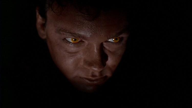 Den tredje episoden i sesong én, «Squeeze», var den aller første monster of the week-episoden. Mutant og seriemorder Eugene Victor Tooms var dritskummel!  (Foto: FOX).