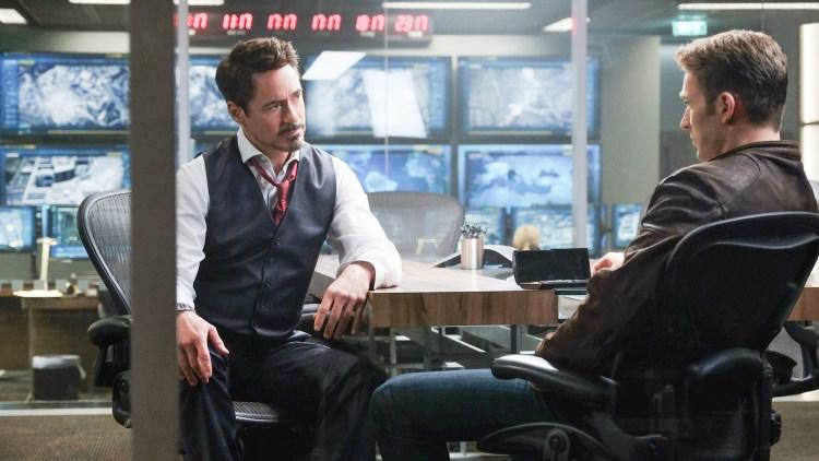 Ikke alt er like fredelig mellom Tony Stark/Iron Man (Robert Downey Jr.) og Steve Rogers/Captain America (Chris Evans) i Captain America: Civil War (Foto: The Walt Disney Company Nordic).