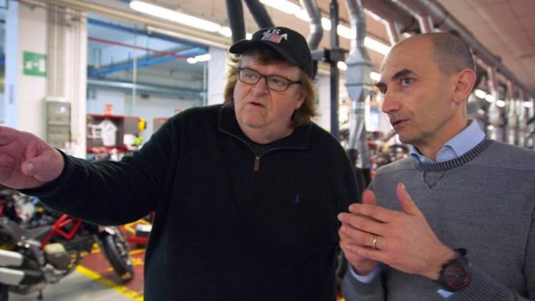 Michael Moore besøker Ducati-fabrikken i Italia i Where To Invade Next (Foto: Norsk Filmdistribusjon).