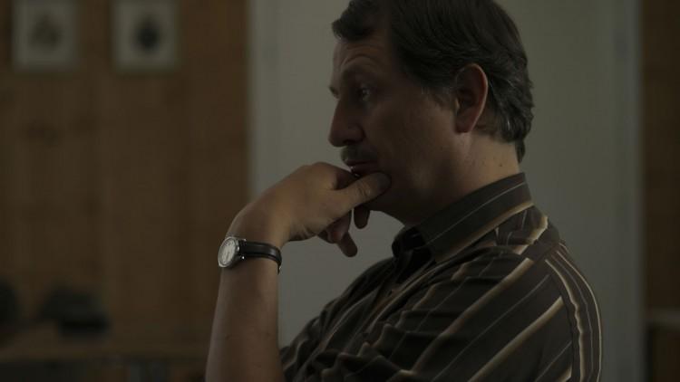 Henrik Rafaelsen spiller Lensmann Johansen i Pyromanen. (Foto: Nordisk Film Distribusjon AS).
