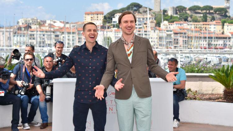 Anders Danielsen Lie og den tyske skuespilleren Lars Eidinger poserer for fotografene på filmfestivalen i Cannes (Foto: AFP PHOTO / LOIC VENANCE).