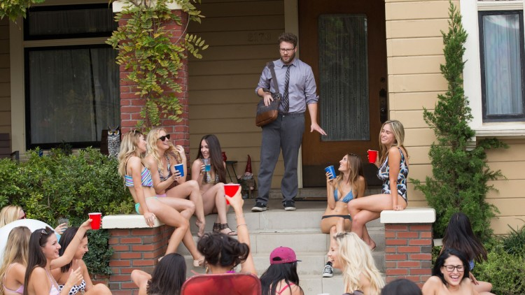 Mac (Seth Rogen) får lettkledde naboer i Bad Neighbours 2 (Foto: United International Pictures).