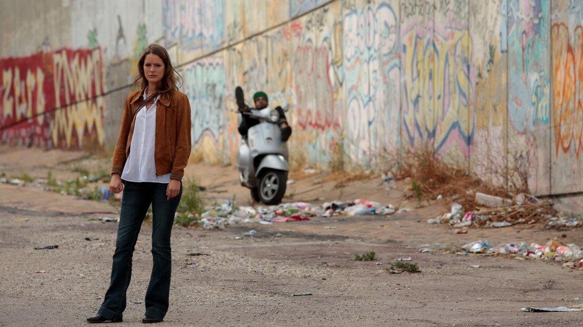 Borgemesterens datter henger med gutter fra feil side av byen. Ikke uproblematisk når pappa driver valgkamp.(Foto: Netflix)