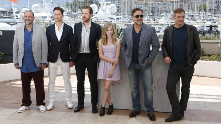 Fra venstre: Produsent Joel Silver, skuespillerne Matt Bomer, Ryan Gosling, Angourie Rice og Russell Crowe og regissør Shane Black (Foto: AP Photo/Lionel Cironneau).