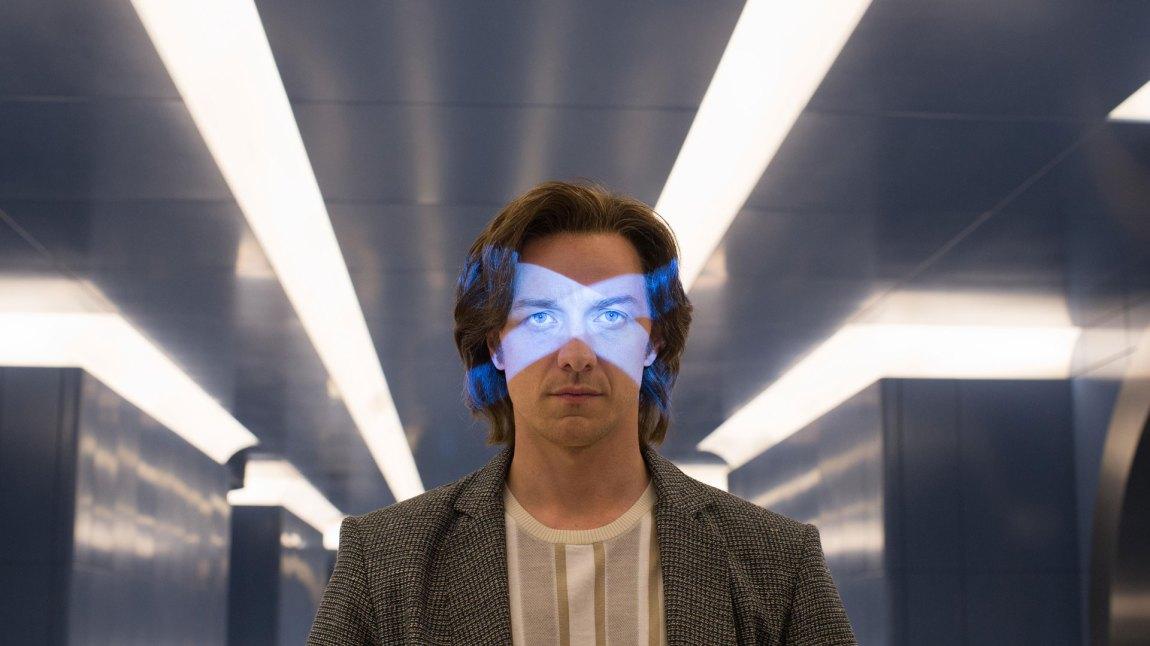 Professor Charles Xavier (James McAvoy) STARTER filmen med hårmanken inntakt, men.. (Foto: Twentieth Century Fox Norway)