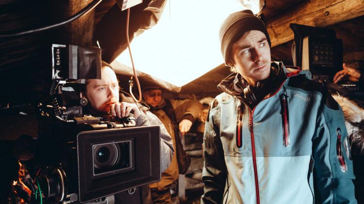 Henrik Martin Dahlsbakken (t.h.) på filmsettet med broren Oskar Dahlsbakken som fotograf. (Foto: Storyseller Distribution AS)
