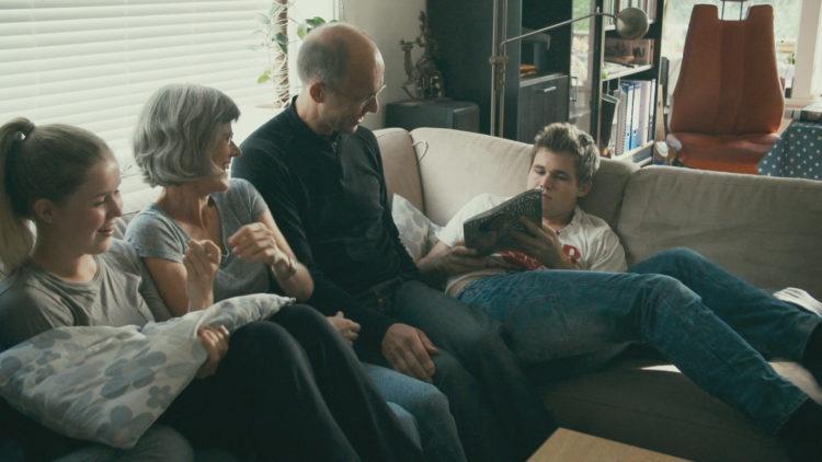 Familien tar aktivt del i filmen Magnus (Foto: Moskus film/ Nordisk Film Distribusjon AS).
