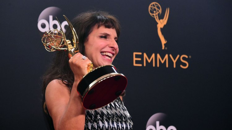 Danske Susanne Bier vant Emmy for sin regi av miniserien The Night Manager. (Foto: NTBScanpix, AFP, Frederic J Brown)