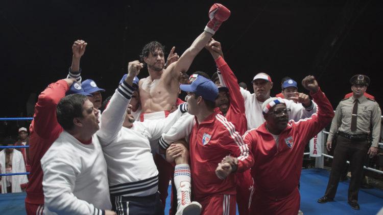Roberto Durán har suksess i ringen i Hands of Stone. (Foto: SF Studios)