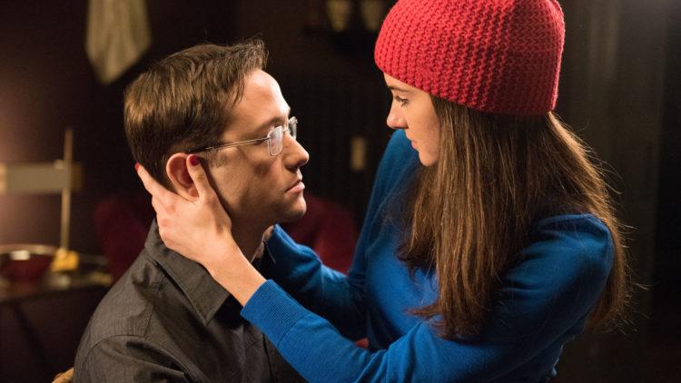 Forholdet mellom Edward Snowden (Joseph Gordon-Levitt) og Lindsay Mills (Shailene Woodley) settes under press i Snowden. (Foto: Norsk Filmdistribusjon)
