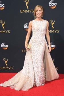 Felicity Huffman hadde en nydelig blondekjole for anledningen. (Foto: Frazer Harrison/Getty Images/AFP, NTB Scanpix).