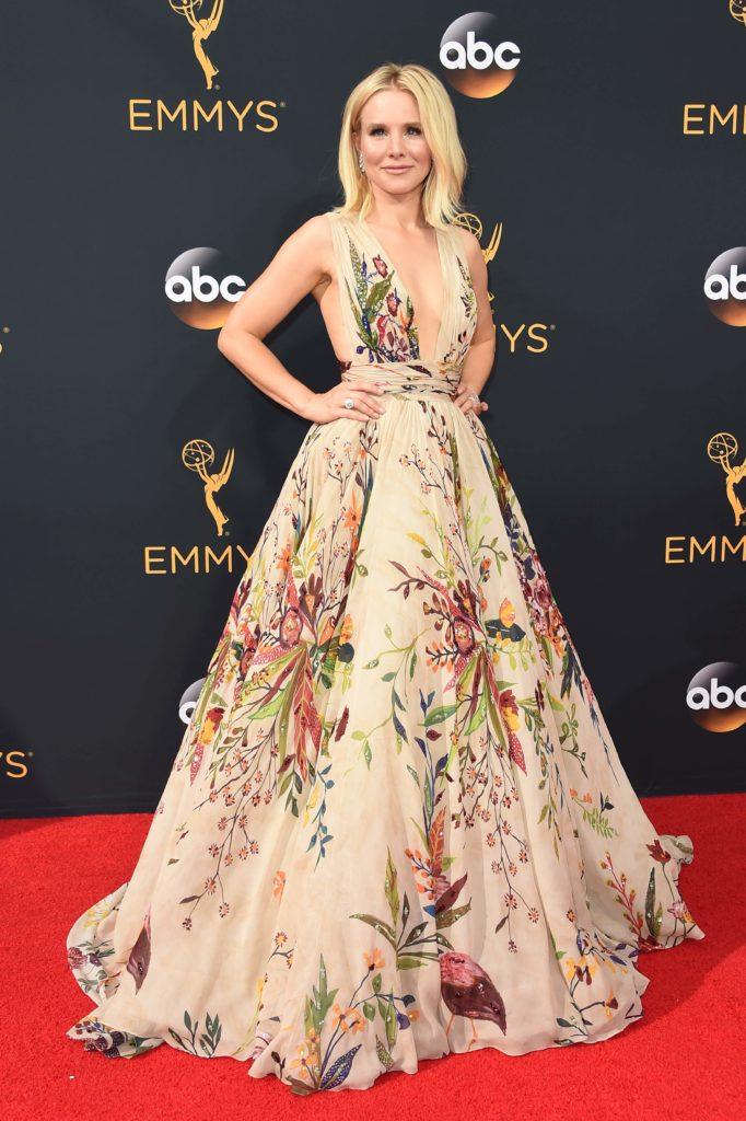 Kristen Bell hadde på seg en nydelig blomstret kjole. (Foto: AFP PHOTO / Robyn Beck, NTB Scanpix).
