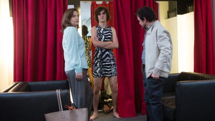 Glória (Daniella Nefussi), Pierre (Naomi Nero) og Matheus (Matheus Nachtergaele) i Ikke kall meg sønn! (Foto: AS FIDALGO)