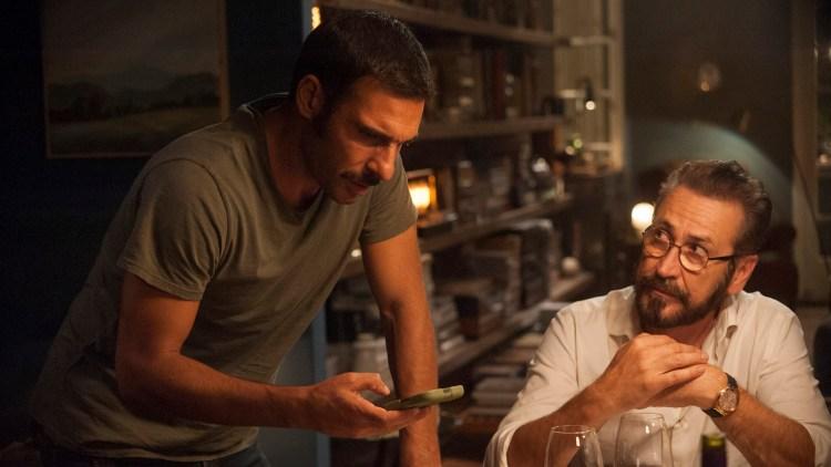 Mobilleken blir etter hvert vanskelig for både Cosimo (Edoardo Leo) og Rocco (Marco Giallini) i Perfekte fremmede. (Foto: AS Fidalgo)