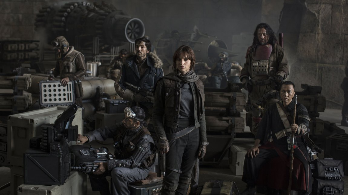 Skuespillerne Riz Ahmed, Diego Luna, Felicity Jones og Jiang Wen i Rogue One: A Star Wars Story (Foto: The Walt Disney Company Nordic, Lucasfilm Ltd.)