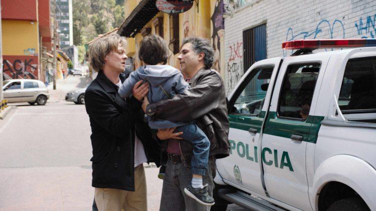"""Kjetil (Kristoffer Joner), Daniel (Kristoffer Bech) og Tavo (Marlon Moreno) i """"Hjertestart"""". (Foto: Norsk Filmdistribusjon / Motlys)"""