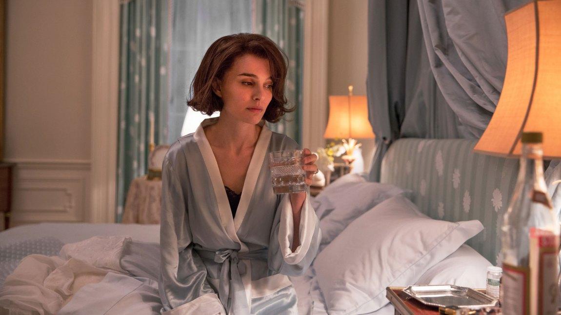 Filmen er et kjølig portrett av Jackie Kennedy (Natalie Portman), som ikke er redd for å vise hennes kyniske sider.  (Foto: Norsk Filmdistribusjon)