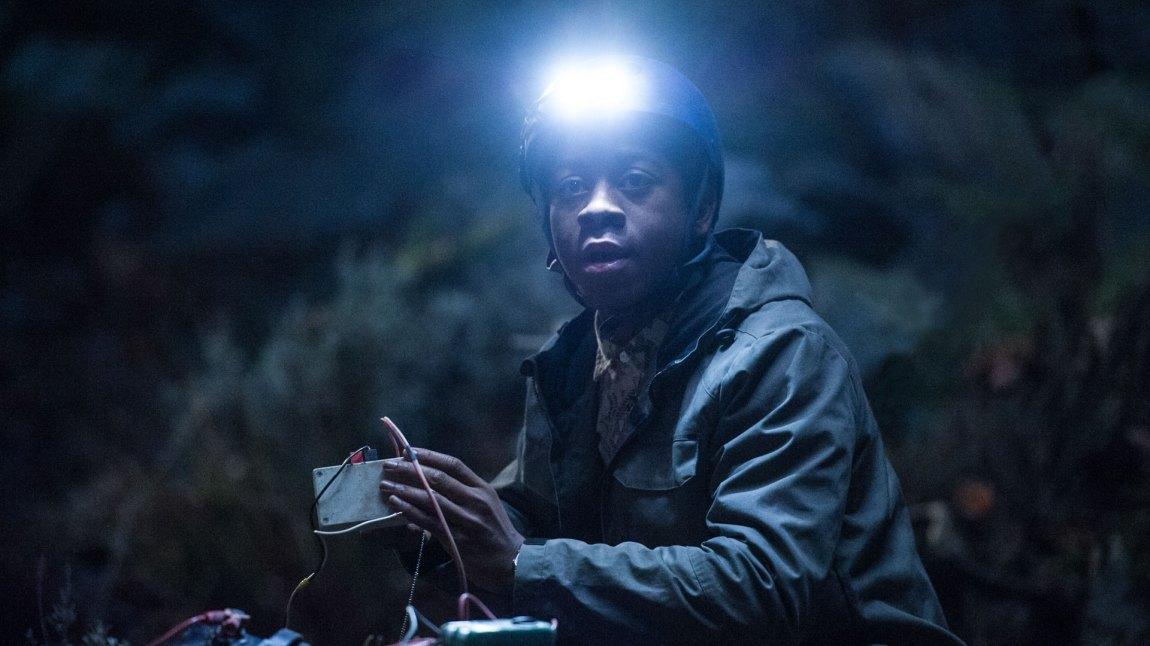 RJ Cyler gjør den blå Power Rangeren ekstra kul og tøff i sin rolle som den sjarmerende nerden Billy. (Foto: Nordisk Film Distribusjon AS)