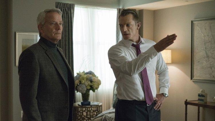 Will Conway (Joel Kinnaman) er i full kamp mot Francis og Claire Underwood i sesong 5. Her flankert av sin nye støttespiller spilt av Campell Scott.  (Foto: Netflix)