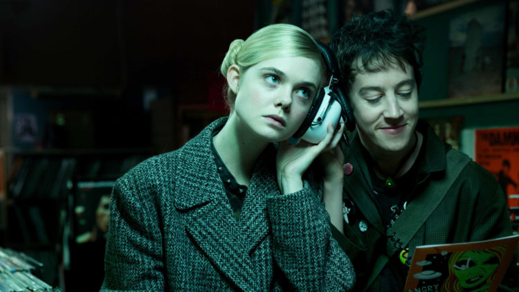 "Elle Fanning og Alex Sharp spiller hovedrollene i ""How To Talk To Girls At Parties"". (Foto: Festival de Cannes)"