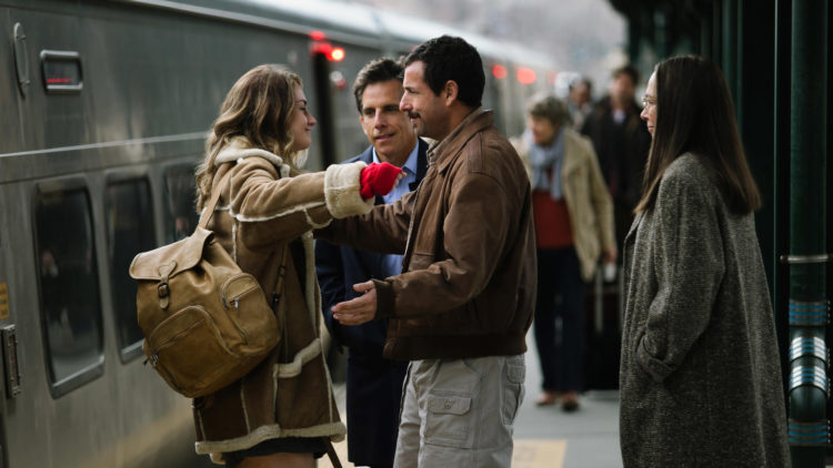 "Grace Van Patten, Ben Stiller, Adam Sandler og Elizabeth Marvel i ""The Meyerowitz Stories (New and Selected)"". (Foto: Netflix)"