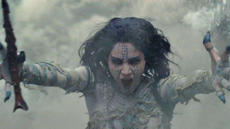 "Den egyptiske prinsessen Ahmanet (Sofia Boutella) blir vekket til live i ""The Mummy"". (Foto: United International Pictures)"