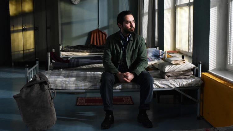 """Khaled (Sherwan Haji) søker asyl i Finland i """"Den andre siden av håpet"""". (Foto: Arthaus)"""