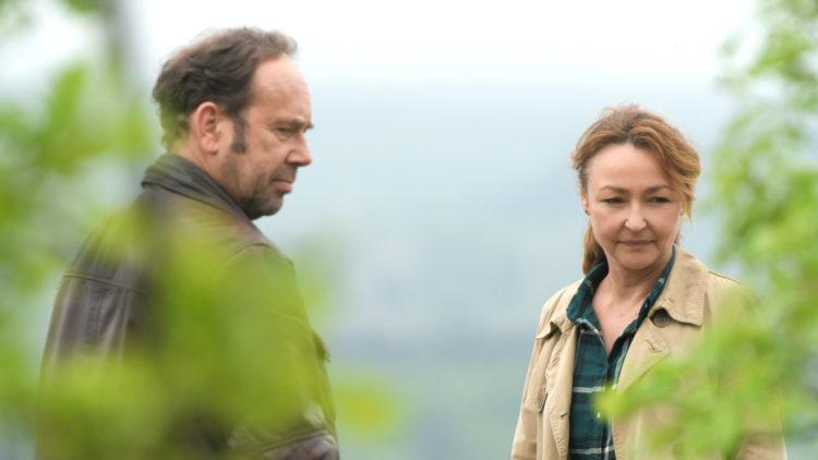 "Claire (Catherine Frot) havner i et overraskende forhold med trailersjåføren Paul (Olivier Gourmet) i ""Jordmoren"". (Foto: AS Fidalgo)"