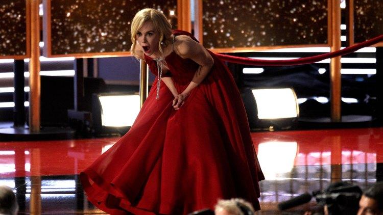Nicole Kidman vant prisen for beste hovedrolle i en miniserie. En av fem priser til Big Little Lies under den 69. utgaven av Emmy-utdelingen.(Foto: NTBScanpix, Chris Pizzello/Invision/AP)