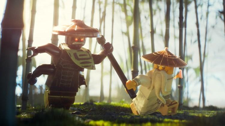 "Garmadon i brutal nærkamp med sin egen bror, Mester Wu, i ""Lego Ninjago filmen"". (Foto: SF Studios/Warner)"