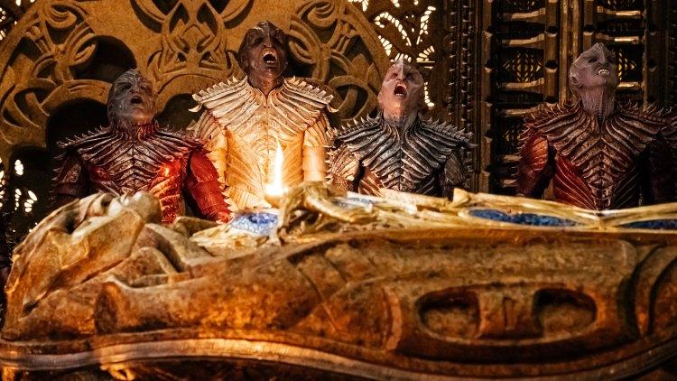 Det er de 24 Klingon-stammene som utgjør trusselen for gjengen om bord på USS Discovery. (Foto: Netflix, CBS)