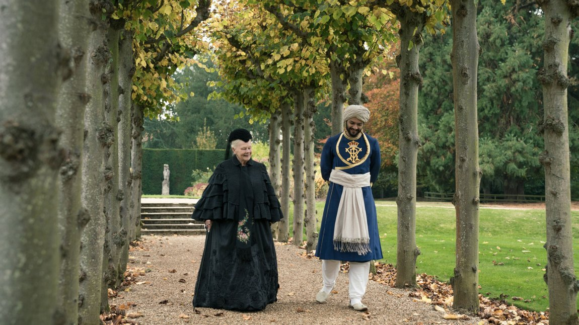 Victoria og Abdul finner raskt tonen. (Foto: United International Pictures)