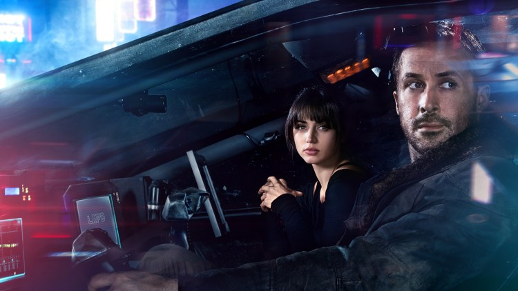 Denis Villeneuve presenterer sitt eget univers, fullt av visuelle ideer og praktfulle syn i Blade Runner 2049. (Foto: United International Pictures)
