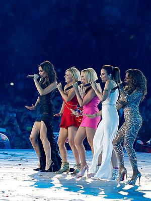Spice Girls sang under den olympiske avslutningsseremonien, akkurat slik det var blitt spekulert i på forhånd. Foto: NTB Scanpix / Gary Hornshorn, Reuters.