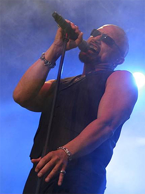 Geoff Tate på scenen med Queensryche under Norway Rock Festival i 2010. Foto: Rockman / Creative Commons.