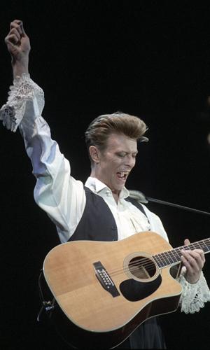 David Bowie på scenen under konserten på Jordal Amfi i 1990. (Foto: NTB Scanpix, Bjørn Sigurdsøn)