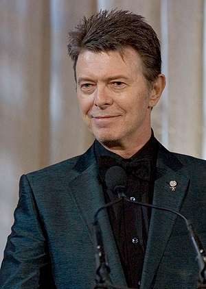 David Bowie, her i 2007, har tidligere utelukket at han kommer til å spille live igjen, men uttalelser fra hans musikere hinter om noe annet. Foto: NTB Scanpix / Stephen Chernin, AP Photo.