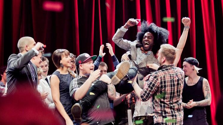 KOM, SÅ, VANT: Phil T Rich blir hyllet av de andre Urørtfinalistene i 2013. Foto: Tom Øverlie, NRK P3