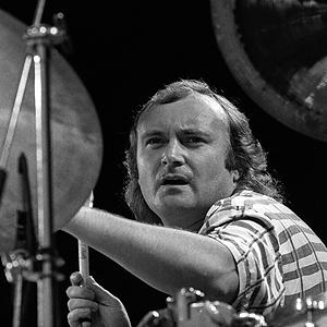 Phil Collins, her på Kalvøyafestivalen i 1986, får kritikk for sin bruk av synthtrommer. Foto: Morten Hvaal, NTB Scanpix.