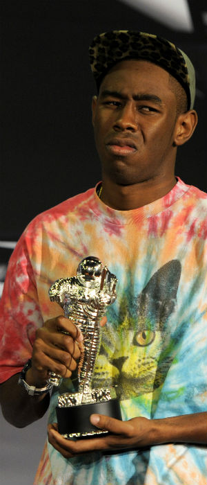 Tyler, The Creator poserer med en MTV-pris i 2011. (Foto: NTB Scanpix, AP, Chris Pizzello)