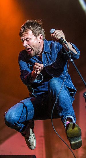 Damon Albarn koste seg på Øya-konserten. (Foto: Per Ole Hagen, NRK)