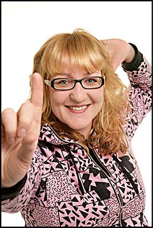 Siri Narverud Moen, nå presseansvarlig for Slottsfjellfestivalen, tidligere musikkjournalist i P3 og selverklært tysklands- og elektronisk musikk-fantast. Foto: NRK.